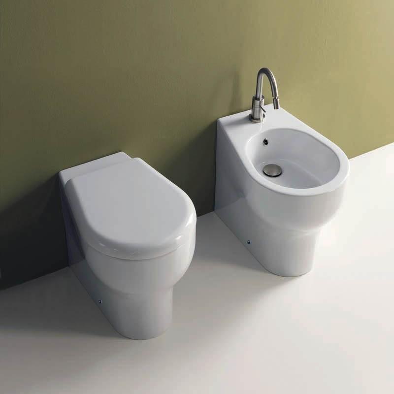Coppia di sanitari filo muro Axa serie Cinque con copriwater soft close a sgancio rapido
